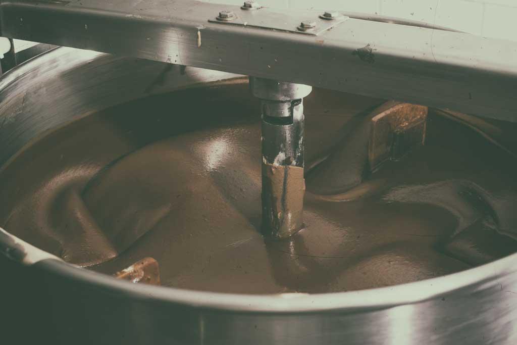 mixing-chocolate-liquor